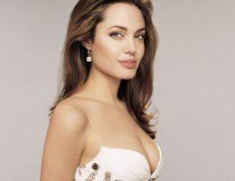 Снова станет мамой: Анджелина Джоли берет на воспитание еще одного ребенка